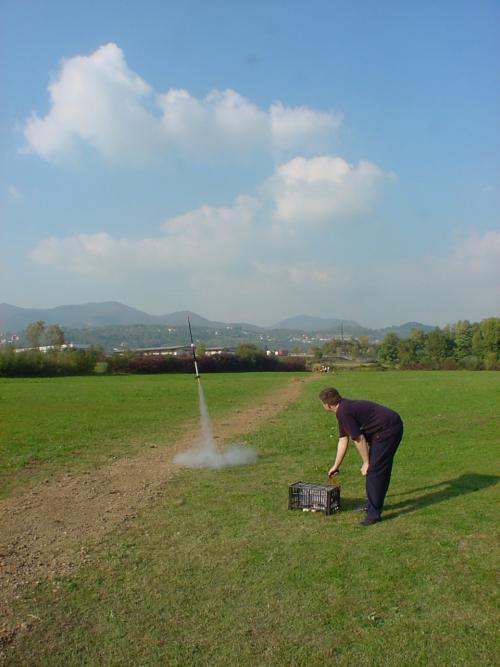 Start mit Modellraketen: Raketen wird gestartet